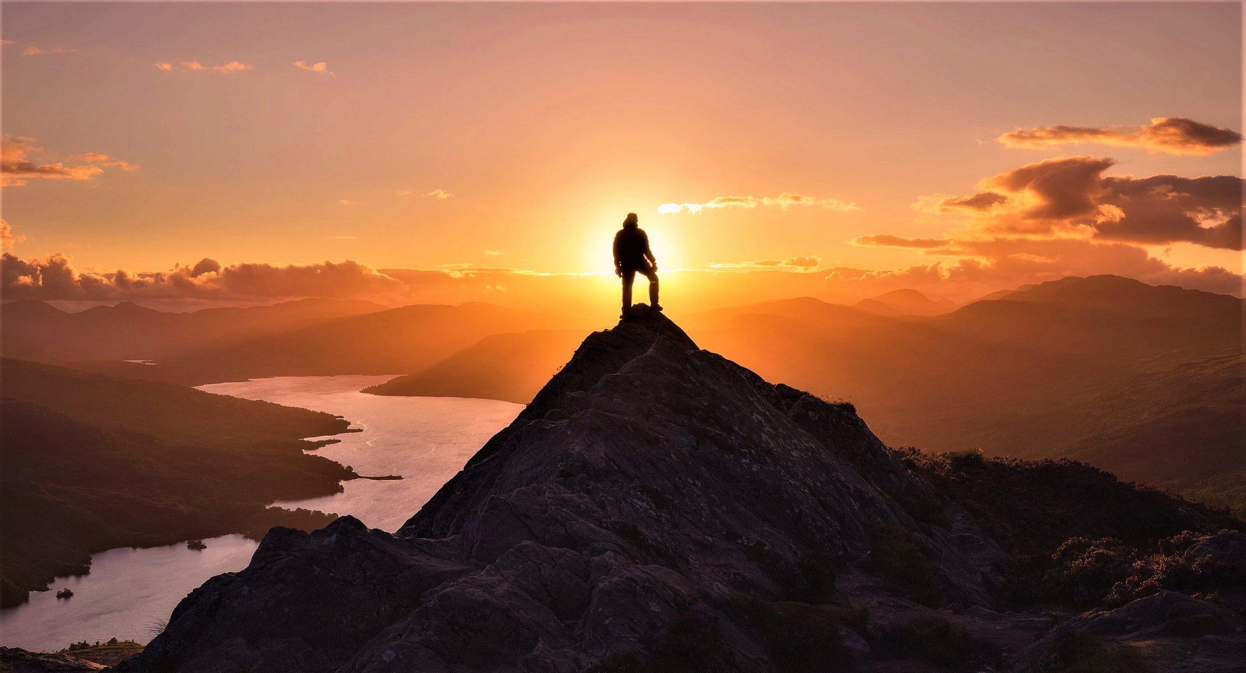 İman, hayat ve şeriat perspektiflerinden hürriyete yeni bir bakış denemesi